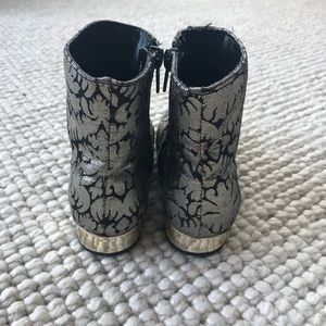 Genuine Kids Toddler Girl's Caley Black Gold Metallic Ankle Fashion Boots Sz 10